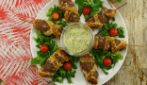 Meat skewers on a stick: a fun treat for a delicious snack!