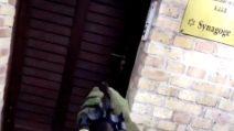 Germania, spara alla porta della sinagoga di Halle e compie una strage
