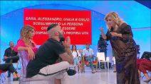 """Tina Cipollari si infuria con Er Faina a Uomini e Donne: """"Hai offeso mio figlio, mi fai schifo"""""""
