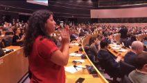 Carola Rackete, standing ovation all'ingresso al Parlamento Europeo