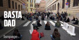 """Roma, la protesta degli studenti: """"Basta Dad, non ne possiamo più di stare davanti a un pc"""""""