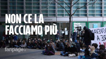 """""""Rabbia e solitudine, non ce la facciamo più con la dad"""": la protesta degli studenti a Milano"""