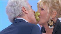 Uomini e Donne trono over: Gemma e Jean Pierre al gioco dell'uva