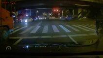 Cina, il ponte crolla sulle auto: le auto restano schiacciate