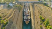 Nave da crociera nel canale strettissimo di Corinto: un'esperienza meravigliosa