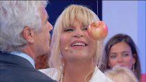 Uomini e Donne trono over, Gemma e Jean Pierre al gioco della mela