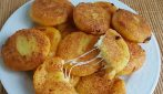 Potato patties with cheese filling: easy, quick and su yummy