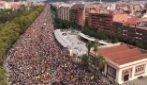Barcellona, manifestazioni in strada: fiumi di persone bloccano la città
