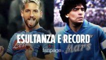 L'esultanza di Mertens dopo il gol con il quale raggiunge Maradona: dedica speciale a Tommy