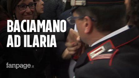Cucchi, carabiniere fa il baciamano ad Ilaria in aula dopo la sentenza