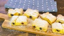 Cherries and cream phyllo strudel: an easy dessert ready in 30 minutes!