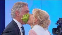 Uomini e Donne, trovo over: Gemma e Juan Luis al gioco dell'uva
