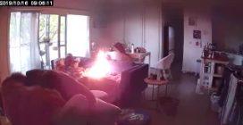 Gioca con le luci mentre è solo in casa: le fiamme divampano sul divano