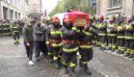 Alessandria, commozione e applausi ai funerali dei tre vigili del fuoco