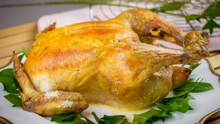 Salt roasted chicken: the secret to make a juicy chicken!