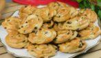 Girelle con crema e gocce di cioccolato: il dolcetto perfetto per l'ora del the!