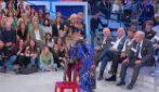 Uomini e Donne trono over: Tina spoglia Gemma in studio