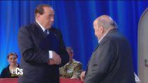 Silvio Berlusconi al Maurizio Costanzo Show, l'ex premier esce dallo studio a modo suo