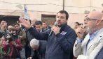 """Salvini a Civitavecchia, contestatori cantano Bella Ciao: """"Sinistra si attacca ai merluzzi"""""""