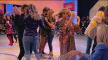 Uomini e Donne, puntata 19 novembre: Juan Luis balla con Barbara, Gemma gelosa