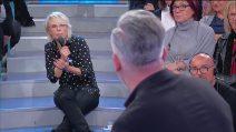 """Uomini e Donne, Maria De Filippi accusa Moreno: """"Sei come un ragazzino"""""""