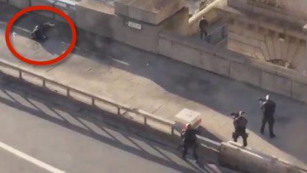 Sparatoria a Londra, la polizia spara e immobilizza un uomo