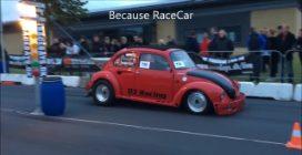 La sfida di velocità tra un Maggiolino e un'Audi Quattro RS6