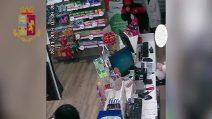 Milano, arrestato rapinatore di farmacia: nella cantina trovata la pistola finta usata per il colpo