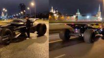 La batmobile in giro per le strade di Mosca: il video fa impazzire il web