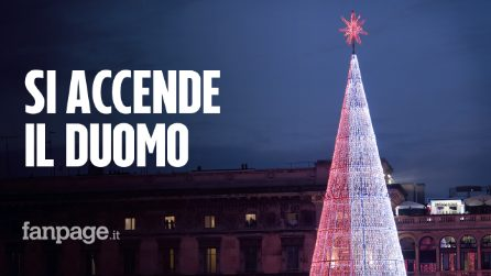 Milano, l'accensione dell'albero di Natale in piazza del Duomo è uno show di musica e luci