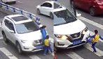 Mamma e figlio investiti in strada: il piccolo reagisce in difesa della madre