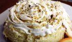 Girella di pandoro con cioccolato bianco e pistacchio: la gustosa e semplice preparazione