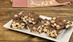 Croccante mandorle e cioccolato: si prepara in pochi minuti e con soli 3 ingredienti!