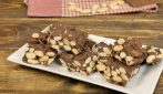 Almond and chocolate brittle: a real treat ready with 3 ingredients!
