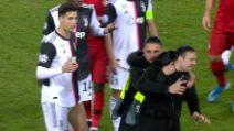 Champions: invasore troppo caloroso, Cristiano Ronaldo si arrabbia