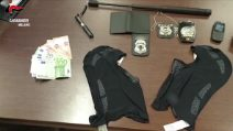 Vogliono rapire un manager e trasferire i suoi conti online: presa banda ispirata alla Casa di carta