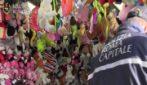 Blitz della polizia locale a Piazza Navona: sequestrate le bancarelle del mercatino di Natale