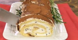 Chocolate log with Italian pandoro: the Christmas dessert to fall in love with!