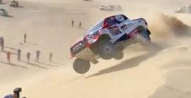 Rally Dakar, la duna tradisce Fernando Alonso: si cappotta con la sua Hilux Toyota