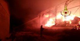 Ariano Irpino, a fuoco il fieno di una azienda agricola