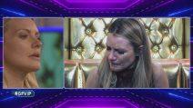 Licia Nunez piange di fronte al posto in cui la compagna la lascia