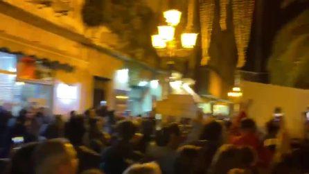 Salvini contestato a Lamezia: in piazza cantano 'Bella ciao'