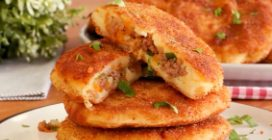 Potato fritters with meat: tasty, easy and delicious