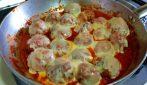 Polpette al sugo con scamorza: la ricetta del secondo piatto gustoso