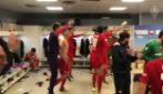 Festa grande nello spogliatoio della Fiorentina dopo la vittoria a Napoli