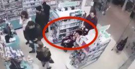 Genitori usano la figlia nel passeggino per rubare prodotti in un negozio