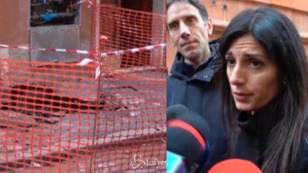 """Si apre voragine a Roma, la sindaca Raggi: """"Nessuno dormirà per strada o in macchina"""""""