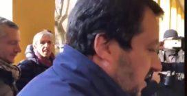 """Salvini mette alla gogna i titolari di un negozio: """"Qua dentro si spaccia droga"""""""