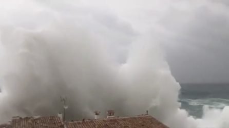"""Spagna, la tempesta """"Gloria"""" si abbatte sulla penisola: le immagini impressionanti"""