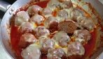 Meatballs with tomato sauce and smoked cheese: tasty dish